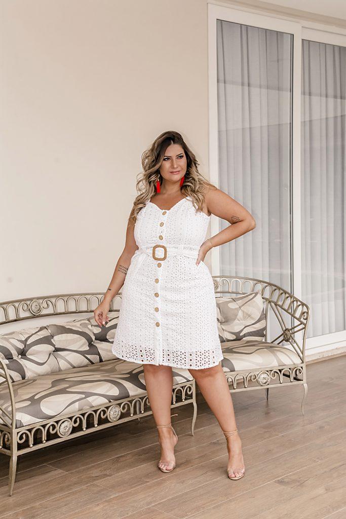 Vestido plus size para o Réveillon: moda branca da Predilect's Plus para a virada de ano